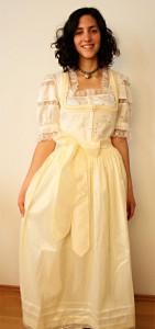 Brautdirndl-beige.jpg